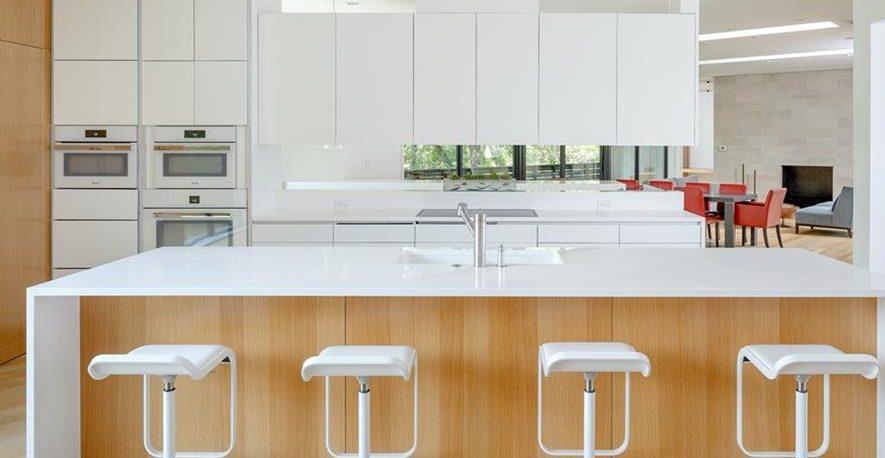 Дизайнерский ремонт кухни-гостиной